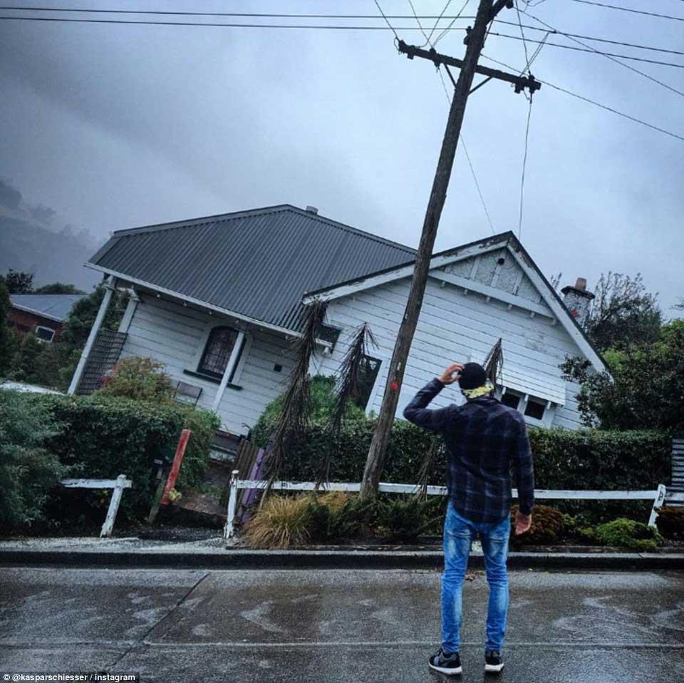 陡峭街道房屋的视错觉错误图片,看起来好惊险1