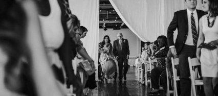 瘫痪新娘坐轮椅出现在婚礼上