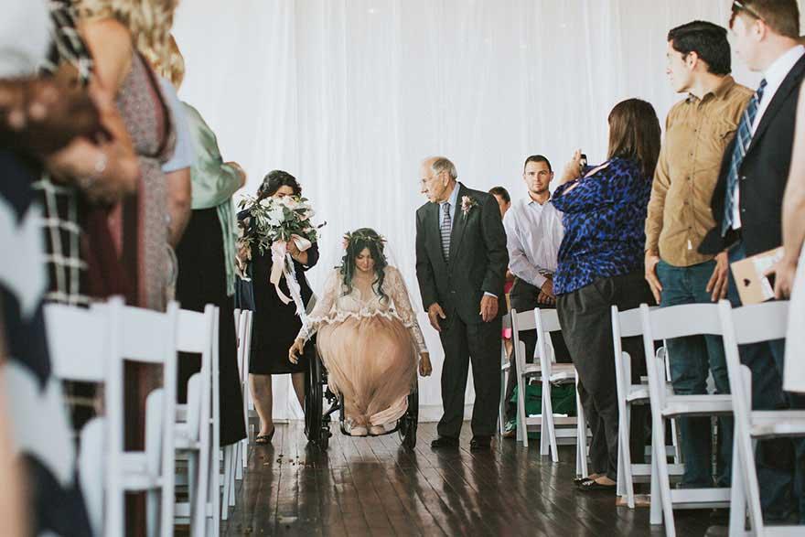 瘫痪新娘出现在婚礼上