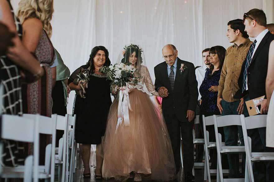 瘫痪新娘站立起来