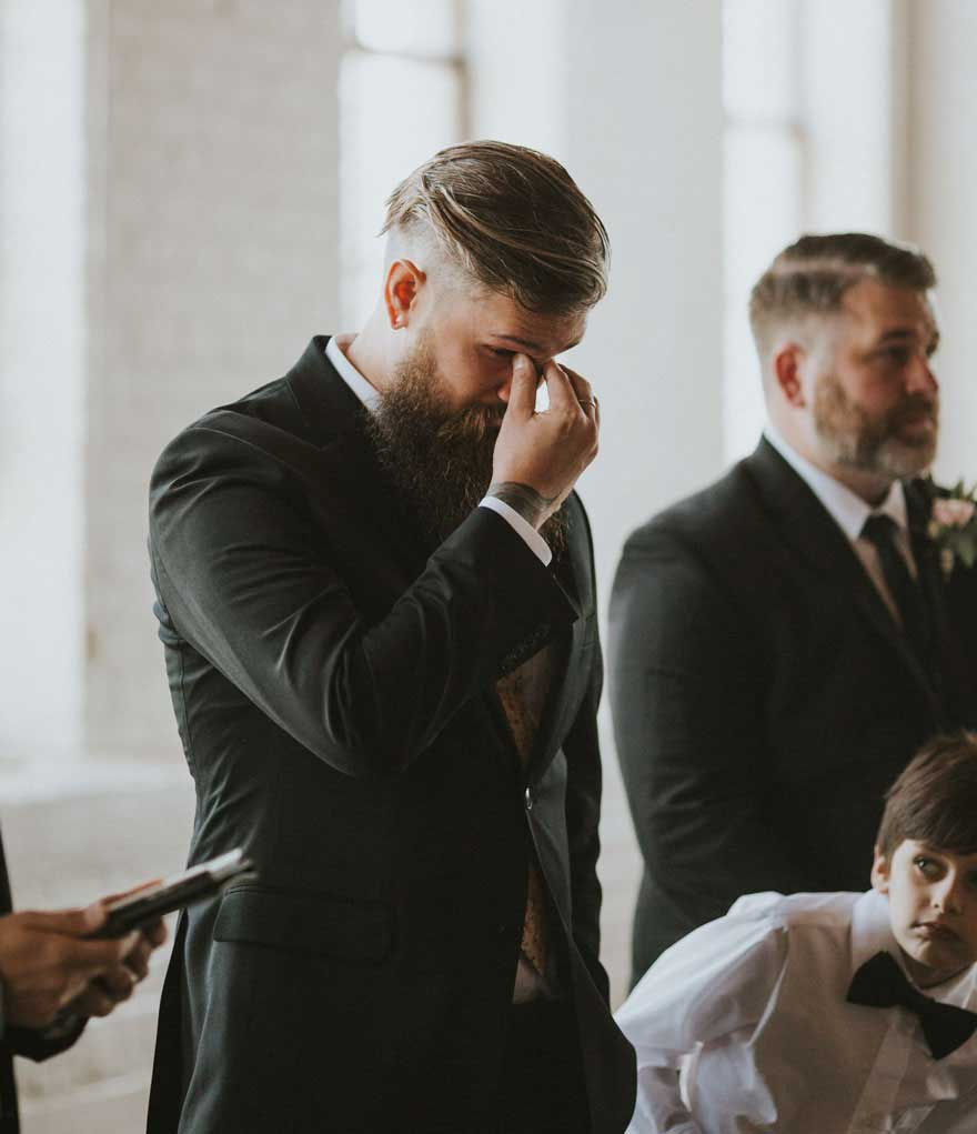 未婚夫在婚礼上流泪
