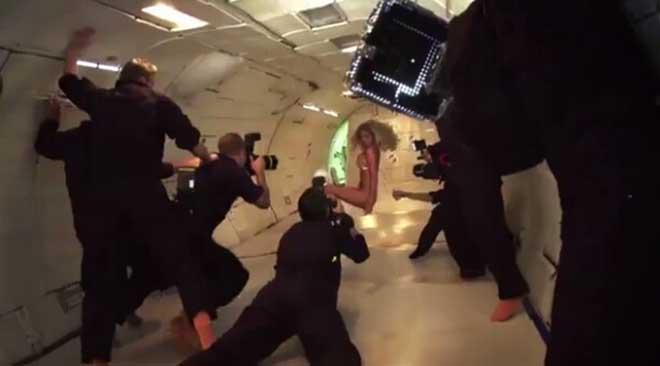 凯特·阿普顿(Kate Upton)失重状态下的内衣秀2