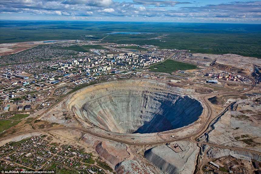 世界上最大的钻石矿坑