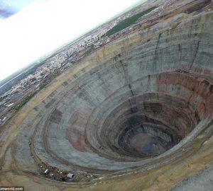 俄罗斯最大的钻石矿洞