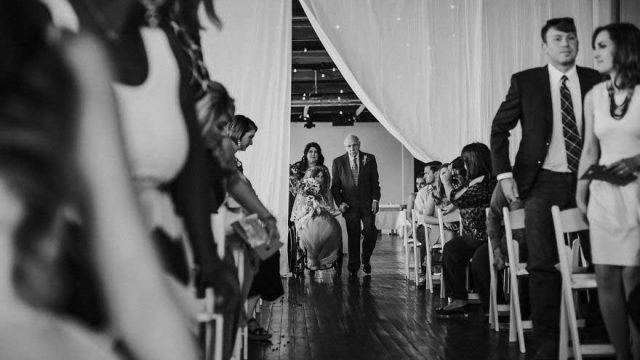 疯狂的爱情,意志的胜利,瘫痪新娘在婚礼上翩然起舞
