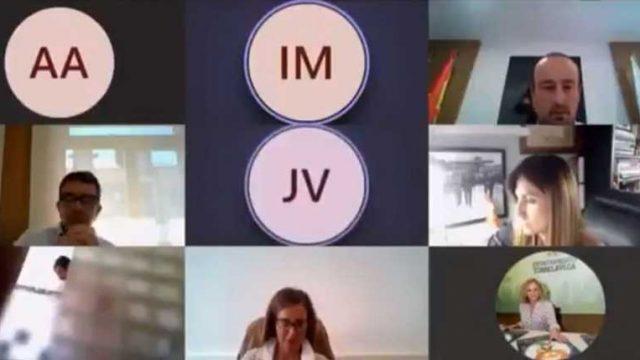 线上视频会议,惊现议员淋浴画面