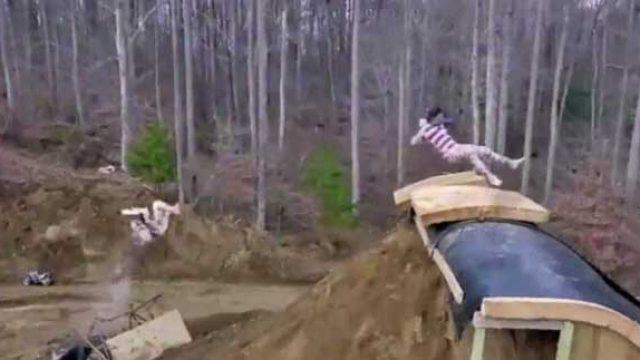 超级惊险的自制水滑梯,你要体验下吗?
