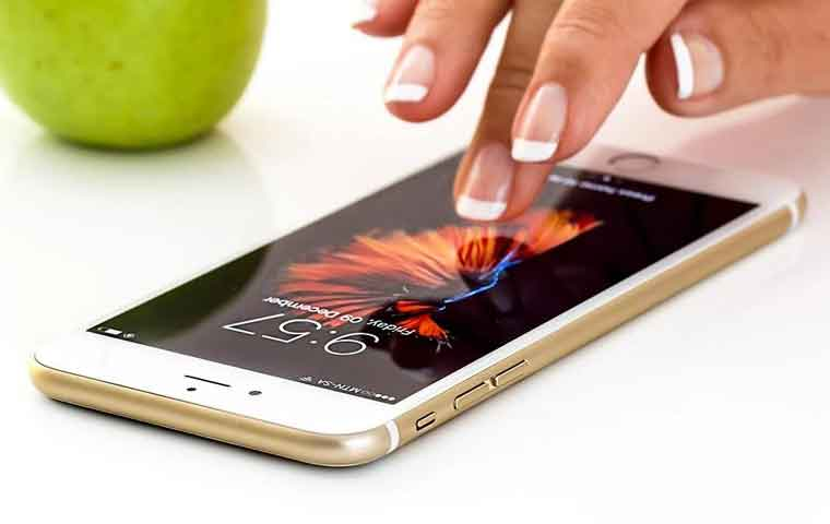 男子受福利影片外流诱惑,新买的iPhone XR被锁死
